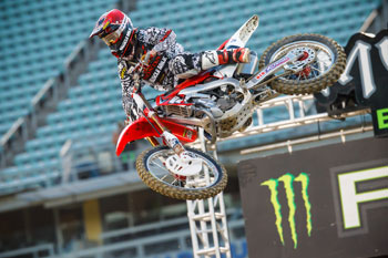 Canard's back surgery a success following Los Angeles injuries