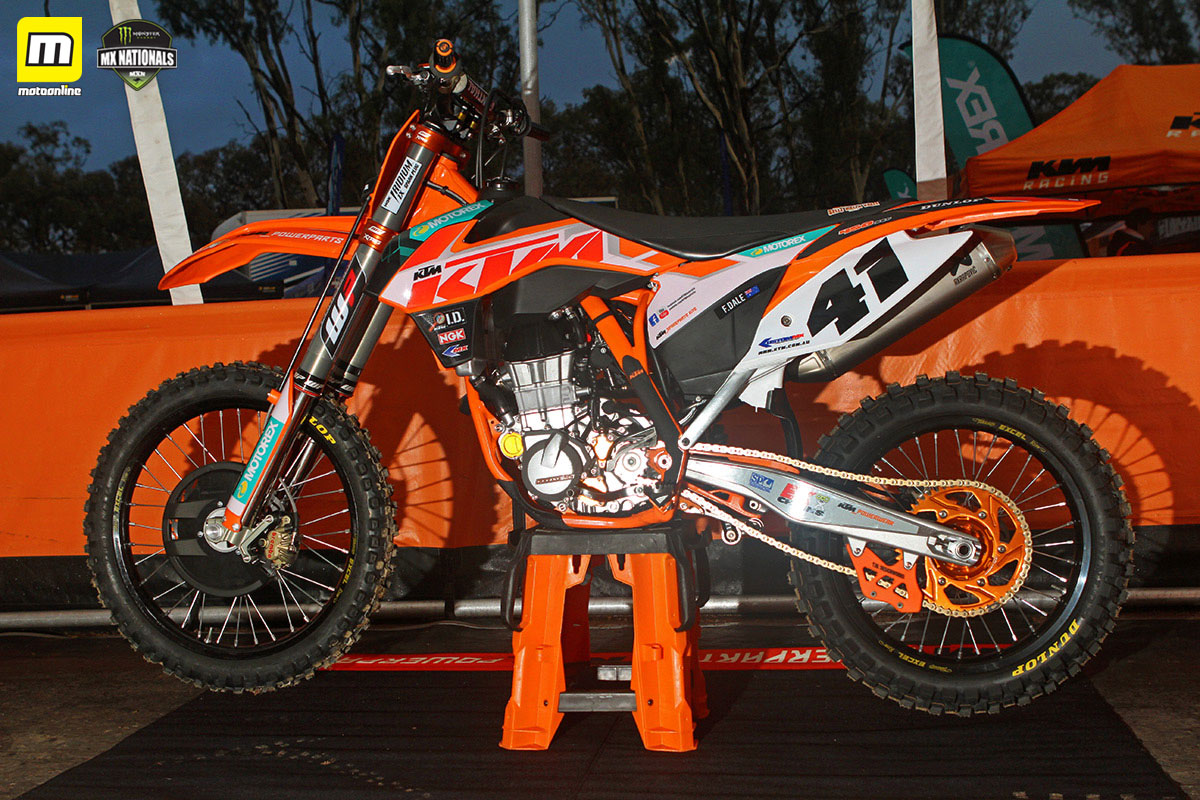 Ktm dirt bike racing