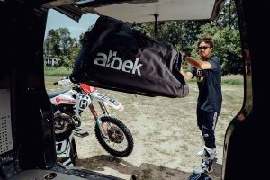 Detailed: Albek bag range