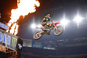 Red plate-holder Roczen extends with Indianapolis 1 win